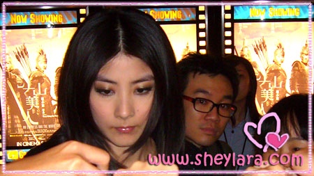 [Kelly Chen mobbed by fans]